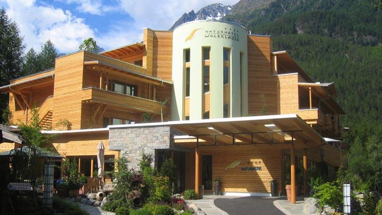 Sommer wie Winter: Das Naturhotel Waldklause im Ötztal ist wirklich außergewöhnlich...